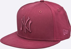 Bordowa czapka New Era