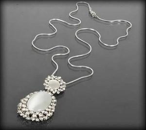 POLSKA Srebrny naszyjnik z mlecznymi kamieniami