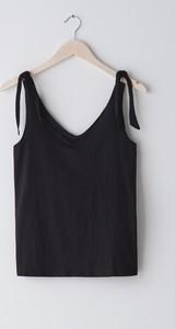 Czarna bluzka Sinsay z dekoltem w kształcie litery v w stylu casual