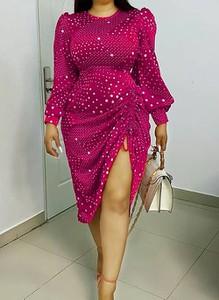 Różowa sukienka Cikelly midi z okrągłym dekoltem
