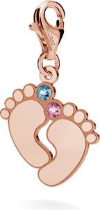 GIORRE SREBRNY CHARMS STÓPKI DZIECKA GRAWER 925 : Kolor kryształu SWAROVSKI - Aquamarine & Rose, Kolor pokrycia srebra - Pokrycie Różowym 18K Złotem