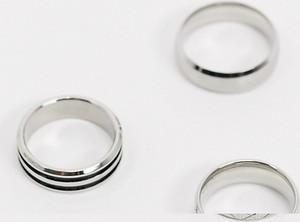 ASOS DESIGN – Zestaw obrączek ze stali nierdzewnej w kolorze srebrnym