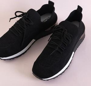 Czarne buty sportowe Royalfashion.pl w sportowym stylu