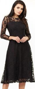 Czarna sukienka Awama z okrągłym dekoltem
