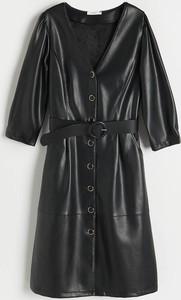Czarna sukienka Reserved z długim rękawem ze skóry mini