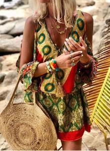Sukienka Cikelly z dekoltem w kształcie litery v z długim rękawem mini