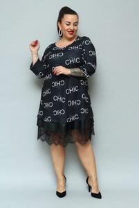 Sukienka KARKO z dresówki z okrągłym dekoltem dla puszystych