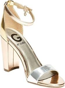 012cb0635e870 Złote sandały Guess z klamrami na słupku na średnim obcasie