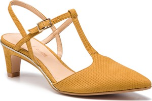 Żółte sandały Clarks na niskim obcasie w stylu casual ze skóry