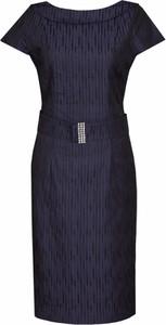 Czarna sukienka Fokus dopasowana z krótkim rękawem