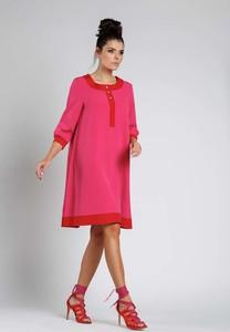 Różowa sukienka Nommo oversize z długim rękawem
