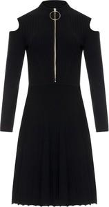 Czarna sukienka Silvian Heach w stylu casual z długim rękawem