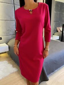 Różowa sukienka ModnaKiecka.pl w stylu casual z okrągłym dekoltem z długim rękawem