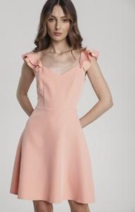 Różowa sukienka Renee z krótkim rękawem rozkloszowana