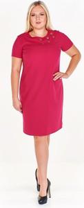 Różowa sukienka Fokus dopasowana midi w stylu casual