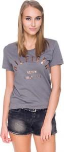 Czarny t-shirt Hilfiger Denim z okrągłym dekoltem