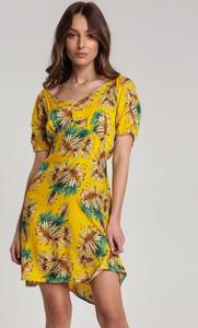 Żółta sukienka Renee w stylu casual z krótkim rękawem