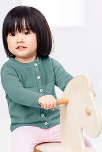 Zielony sweter Tchibo dla dziewczynek