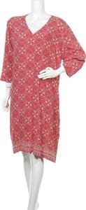 Czerwona sukienka Trenery z dekoltem w kształcie litery v