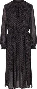 Sukienka Numph z dekoltem w kształcie litery v z długim rękawem w stylu casual