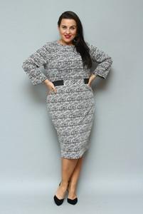 Sukienka KARKO z okrągłym dekoltem midi