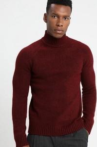 Czerwony sweter Only & Sons z golfem w stylu casual