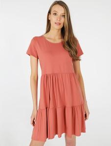 Różowa sukienka Unisono mini z krótkim rękawem w stylu casual