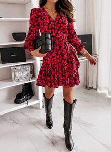 Czerwona sukienka Sandbella z długim rękawem z dekoltem w kształcie litery v mini