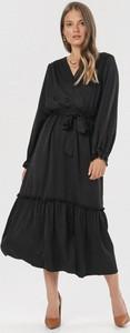 Sukienka born2be midi szmizjerka z dekoltem w kształcie litery v