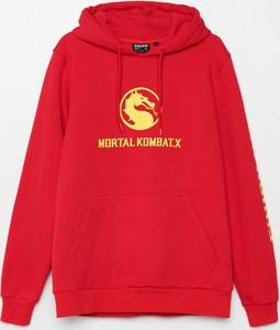 Czerwona bluza Cropp w młodzieżowym stylu