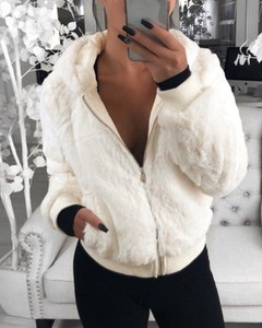 Kendallme Płaszcz ze sztucznego futra z kieszeniami na suwak kurtka biały