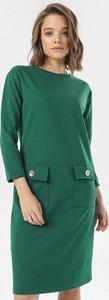 Zielona sukienka born2be prosta z okrągłym dekoltem