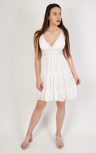 Sukienka Olika z szyfonu w stylu casual z dekoltem w kształcie litery v