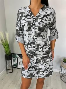 Sukienka ModnaKiecka.pl z dekoltem w kształcie litery v w stylu casual oversize