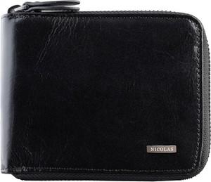 Czarny portfel męski Nicolas na karty kredytowe ze skóry
