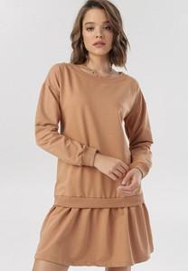 Brązowa sukienka born2be z długim rękawem z okrągłym dekoltem trapezowa