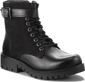 Czarne botki Lasocki z płaską podeszwą w stylu casual sznurowane