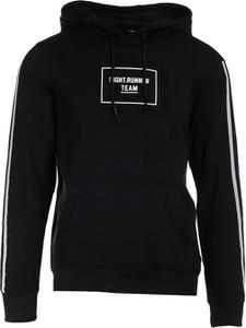 Czarna bluza born2be w młodzieżowym stylu