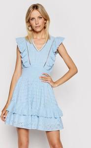 Niebieska sukienka Guess trapezowa z dekoltem w kształcie litery v