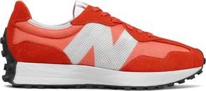 Czerwone buty sportowe New Balance z zamszu sznurowane w sportowym stylu