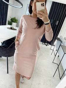 Różowa sukienka Novvi.pl z okrągłym dekoltem w stylu casual z długim rękawem
