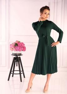 Zielona sukienka MERRIBEL z golfem