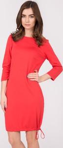 Czerwona sukienka QUIOSQUE w stylu casual