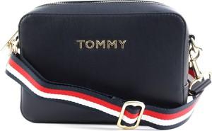 Niebieska torebka Tommy Hilfiger matowa na ramię