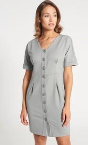 Sukienka QUIOSQUE mini w stylu casual z krótkim rękawem