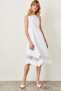 Sukienka Trendyol midi rozkloszowana bez rękawów
