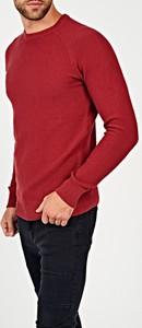 Czerwony sweter Gate