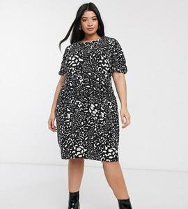 Czarna sukienka New Look Plus z okrągłym dekoltem