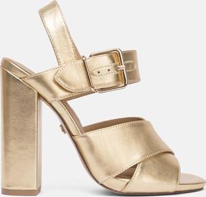 Złote sandały Kazar z klamrami w stylu glamour ze skóry