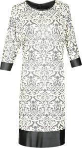 Sukienka Fokus oversize w stylu casual z długim rękawem